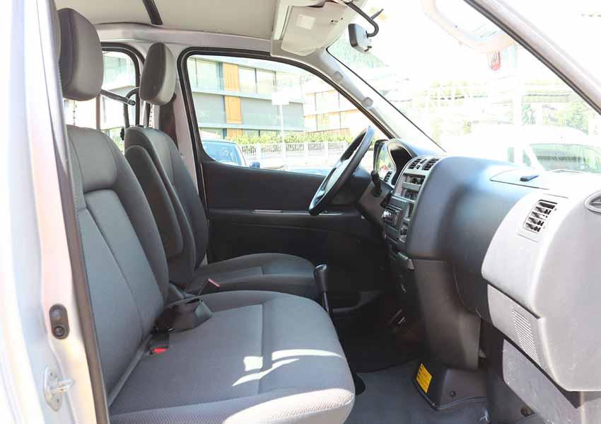 Toyota Hiace (Grau)